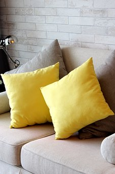 pillow-3653868__340